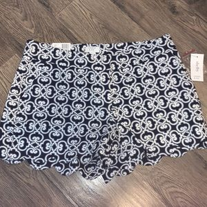NWT Crown and Ivy shorts